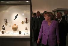 Russia's President Vladimir Putin (front R) and Germany's Chancellor Angela Merkel (front L) visit the State Hermitage Museum in St. Petersburg, June 21, 2013. REUTERS/Anatoly Maltsev/Pool