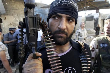 A Free Syrian Army fighter carrying his weapon is seen near the frontline in the Al-Sakhour neighborhood of Aleppo, June 21, 2013. REUTERS/Muzaffar Salman