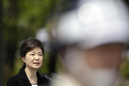 South Korea's President Park Geun-hye delivers a speech as soldiers stand guard during the country's 58th Memorial Day ceremony at the National Cemetery in Seoul June 6, 2013. REUTERS/Lee Jin-man/Pool