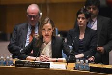 Enviada especial para a Agência de Refugiados das Nações Unidas, Angelina Jolie, fala durante reunião do Conselho de Segurança da ONU na sede da organização, em Nova York. A atriz pediu ao conselho nesta segunda-feira para abordar os problemas de estupros em zona de guerra como prioridade principal, enquanto ela compartilhava histórias de sobreviventes com quem se encontrou, incluindo uma mãe congolesa cuja filha de 5 anos foi estuprada perto de uma estação de polícia. 24/06/2013 REUTERS/Lucas Jackson
