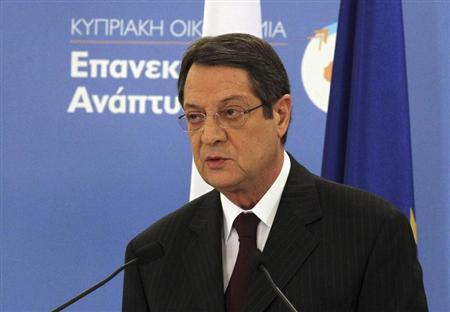 Cypriot President Nicos Anastasiades reveals an economic stimulus package after an economic bailout inflicted considerable losses on bank savers in Nicosia April 19, 2013. REUTERS/Andreas Manolis