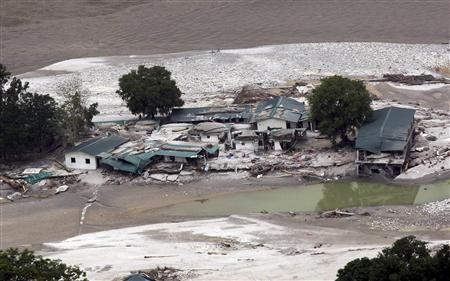 A view shows the damaged houses next to a river after heavy rains in the Himalayan state of Uttarakhand in this June 23, 2013 handout provided by the Indian Ministry of Defence. REUTERS/Indian Ministry of Defence/Handout