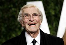 Actor Martin Landau smiles as he arrives at the 2012 Vanity Fair Oscar party in West Hollywood, California February 26, 2012. REUTERS/Danny Moloshok