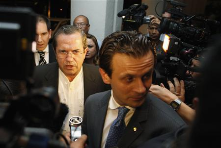 Ecuador's Foreign Minister Ricardo Patino (center L) talks to reporters before a function at a hotel in Singapore June 27, 2013. REUTERS/Edgar Su