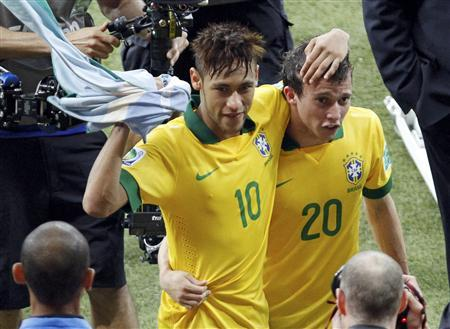 Brazil's Neymar (L) celebrates with teammate Bernard after they defeated Uruguay in their Confederations Cup semi-final football match at the Estadio Mineirao in Belo Horizonte June 26, 2013. REUTERS/Washington Alves