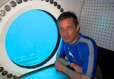 L'océanographe Fabien Cousteau va tenter en septembre prochain de battre le record de son illustre grand-père Jacques-Yves, qui a passé, il y a 50 ans, 30 jours à bord d'un laboratoire sous-marin. Fabien Cousteau, qui partage son temps entre la France et les Etats-Unis, prévoit de plonger dans les eaux au large de la Floride avec son équipe le 30 septembre et de ressortir 31 jours plus tard à l'occasion d'Halloween, la fête américaine. /Photo d'archives/REUTERS/Mission 31