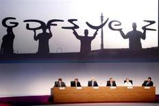 GDF SUEZ est à suivre à la Bourse de Paris, car le tarif réglementé du gaz pour les ménages en France augmente ce lundi de 0,5%. /Photo d'archives/REUTERS/Charles Platiau