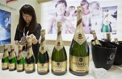 A participant looks at a bottle of German HenKell Trocken sparkling wine at a wine expo in Beijing, June 4, 2013. REUTERS/Stringer