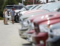 Les ventes de gros pickups ont nourri une demande soutenue en juin aux Etats-Unis, au point que le secteur automobile local est bien parti pour enregistrer son meilleur mois depuis la récession qui avait obligé General Motors et Chrysler à déposer le bilan en 2009. /Photo d'archives/REUTERS/Gary Cameron