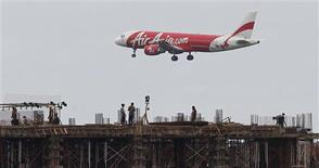 An Indonesia AirAsia Airbus A320-200 passenger prepares to land at Sukarno-Hatta airport in Tangerang on the outskirts of Jakarta in this January 30, 2013 file photo. REUTERS/Enny Nuraheni/Files