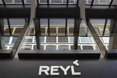 La banque suisse Reyl & Cie a réaffirmé jeudi qu'elle ne comptait aucun homme politique français parmi ses clients, après la transmission mercredi à la justice d'une liste de noms par l'un de ses anciens cadres. /Photo prise le 3 avril 2013/REUTERS/Denis Balibouse