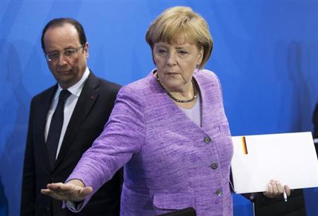 German Chancellor Angela Merkel (R) and France's President Francois Hollande arrive for a news conference after an EU conference on Youth Unemployment in Berlin, July 3, 2013. REUTERS/Thomas Peter