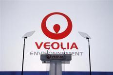 Veolia Environnement a annoncé vendredi son intention de réaliser un chiffre d'affaires de 4 à 5 milliards d'euros auprès de l'industrie pétrolière et gazière d'ici à quatre ans, contre un milliard actuellement, pour bénéficier pleinement d'un secteur en forte croissance. /Photo d'archives/REUTERS/Benoit Tessier