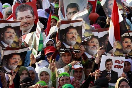 エジプトでモルシ支持派と反対派が大規模デモ、暫定首相の選出難航