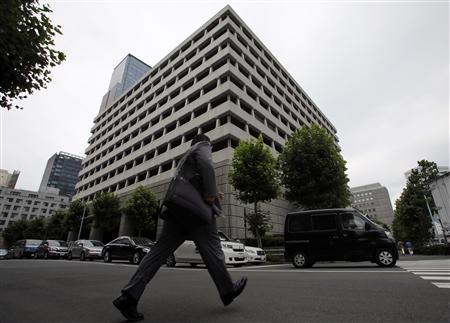 A man walks past the Bank of Japan headquarters in Tokyo July 5, 2013. REUTERS/Toru Hanai
