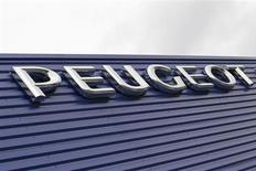 PSA Peugeot Citroën a enregistré au premier semestre un nouveau recul de ses ventes en Europe, qui représente toujours le coeur de son activité, mais est parvenu à limiter la casse grâce à la Chine et à l'Amérique latine. Le constructeur automobile a vendu sur les six premiers mois de l'année 1.461.000 véhicules - voitures et utilitaires légers - soit une baisse de 9,8%. /Photo prise le 12 février 2013/REUTERS/Régis Duvignau