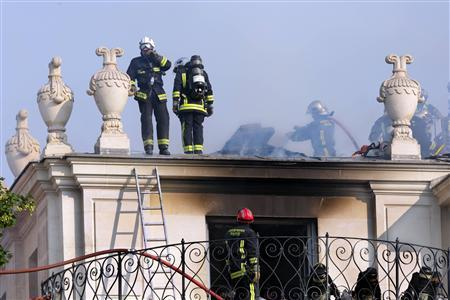 Fire damages historic palace in heart of Paris