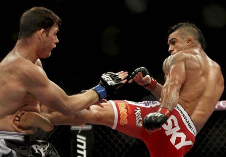 Vitor Belfort (R) of Brazil fights Michael Bisping of Britain during the Ultimate Fighting Championship (UFC), a professional mixed martial arts (MMA) competition, in Sao Paulo January 20, 2013. REUTERS/Paulo Whitaker