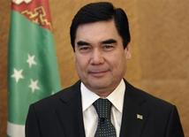 Turkmenistan's President Kurbanguly Berdymukhamedov stands during a photo opportunity at an official visit to the United Nations European headquarters in Geneva October 9, 2012. REUTERS/Denis Balibouse