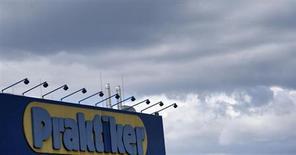 Un actionnaire important de Praktiker envisage de racheter les créances des banques pour sauver la chaîne allemande de magasins de bricolage, selon le Bild. /Photo prise le 11 juillet 2013/REUTERS/Tobias Schwarz