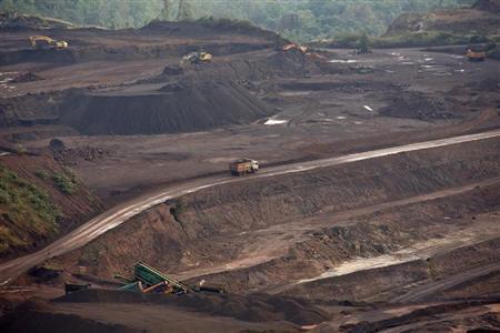A truck loaded with iron ore passes through the Bedara Bhommanahalli (BBH) iron ore mines at Chitradurga in Karnataka November 9, 2012. REUTERS/Danish Siddiqui/Files