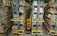 Selon les données du département du Commerce, les stocks des entreprises n'ont augmenté que de 0,1% en mai aux Etats-Unis, un chiffre qui conforte les anticipations d'un ralentissement de la croissance au deuxième trimestre. /Photo d'archives/REUTERS/Régis Duvignau