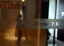 Rio Tinto, deuxième producteur mondial de minerai de fer pour l'industrie sidérurgique, poursuit ses projets d'augmentation de sa production d'au moins 10%, dans la perspective d'une hausse des ventes en Chine malgré une croissance ralentie dans le pays. /Photo d'archives/REUTERS