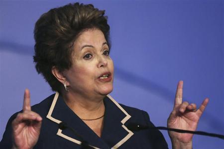 Brazil's President Dilma Rousseff speaks during a ''March in Defense of Municipalities'' meeting with mayors of various municipalities of Brazil, at the Royal Tulip Brasilia Alvorada Hotel in Brasilia July 10, 2013. REUTERS/Ueslei Marcelino