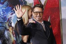 """Cast member Robert Downey Jr. waves next to co-star Gwyneth Paltrow at the premiere of """"Iron Man 3"""" at El Capitan theatre in Hollywood, California April 24, 2013. REUTERS/Mario Anzuoni"""
