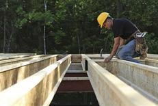 L'économie des Etats-Unis a poursuivi sa croissance en juin et début juillet à un rythme variant de modeste à modéré et l'activité manufacturière a été en expansion dans la plupart des régions, observe la Réserve fédérale dans son Livre Beige. /Photo prise le 31 mai 2013/REUTERS/Gary Cameron