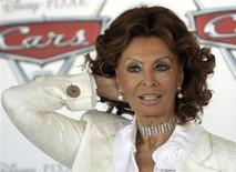 """Italian actress Sophia Loren poses during a photo call for the movie """"Cars 2 (3D)"""" in Rome June 15, 2011. REUTERS/Remo Casilli"""