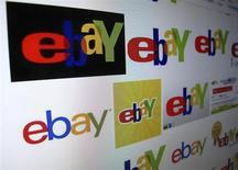 Монитор с логотипами eBay в Энсинитасе, Калифорния, 16 апреля 2013 года. Интернет-аукцион EBay Inc объявил в среду неплохие показатели за второй квартал 2013 года, однако глава компании Джон Донахью предупредил о негативном влиянии экономических сложностей в Европе и Южной Корее во втором полугодии. REUTERS/Mike Blake