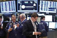 Wall Street a ouvert en légère hausse jeudi, alors que les investisseurs assimilent une série de résultats d'entreprises. Le Dow Jones gagne 0,24%. Le Standard & Poor's 500 progresse de 0,13% à 1.683,13 points, mais le Nasdaq cède 0,07%. /Photo prise le 17 juillet 2013/REUTERS/Brendan McDermid
