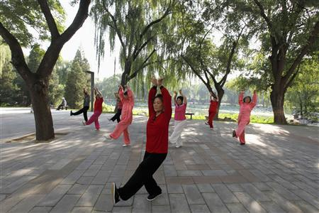 People practise tai chi, a Chinese martial art, during morning exercises at Longtan Park in Beijing September 13, 2010. REUTERS/Grace Liang (CHINA - Tags: SOCIETY) - RTR2I9T7