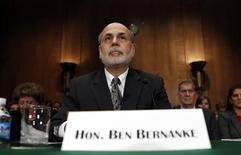 """Devant la commission bancaire du Sénat, le président de la Réserve fédérale Ben Bernanke a affirmé jeudi qu'il serait nécessaire de préserver une politique monétaire accommodante """"dans un avenir prévisible"""" compte tenu d'un chômage qui reste élevé et d'une inflation qui est inférieure à l'objectif voulu par la Fed. /Photo prise le 18 juillet 2013/REUTERS/Kevin Lamarque"""