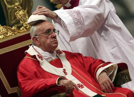 Pope Francis has his skull cap adjusted as he leads a Holy Mass at St. Peter's Basilica in the Vatican June 29, 2013. REUTERS/Alessandro Bianchi