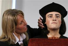 "Philippa Langley, Originator of the ""Looking for Richard"" project, is seen posing for a photograph next to a facial reconstruction of King Richard III at a news conference in central London in this February 5, 2013 file photograph. REUTERS/Andrew Winning /Files"