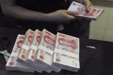 La banque centrale chinoise a annoncé la suppression très attendue, dès samedi, du taux d'intérêt plancher sous lequel les banques du pays ne peuvent pas accorder de prêts. L'annonce a été relativement bien accueillie sur les marchés européens, sans excès, et a rappelé aux grands argentiers du G20 réunis à Moscou la détermination de la Chine à commencer à s'orienter davantage vers une économie de marché. /Photo d'archives/REUTERS