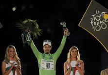 Pour la deuxième année consécutive, Peter Sagan s'est adjugé le classement par points du Tour de France et promet, à 23 ans, de devenir un abonné du maillot vert comme le fut Eric Zabel, lauréat à six reprises consécutives dans les années 90. /PHoto prise le 21 juillet 2013/REUTERS/Stéphane Mahé
