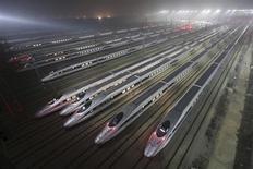 La Chine pourrait décider d'investir massivement dans le secteur ferroviaire, ce qui lui permettrait d'absorber la surcapacité enregistrée dans les secteurs de l'acier, du ciment et des matériaux de construction. /Photo prise le 25 décembre 2012/REUTERS