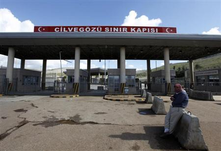 A man waits in front of the closed Cilvegozu border gate near the town of Reyhanli on the Turkish-Syrian border in Hatay province February 12, 2013. REUTERS/Umit Bektas