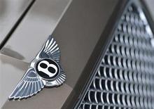 Bentley Motors, la filiale de voitures de grand luxe de Volkswagen, va lancer son premier 4x4 au Royaume-Uni avec à la clé la création de plus d'un millier d'emplois. /Photo prise le 19 mars 2013/REUTERS/Toby Melville