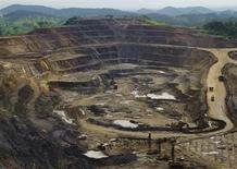 Медно-кобальтовое месторождение Tenke Fungurume, принадлежащее компаниям Freeport McMoRan, Lundin Mining и Gecamines, в ДР Конго, 29 января 2013 года. Крупнейшая в мире медная компания Freeport-McMoRan Copper & Gold Inc во вторник сообщила о падении прибыли за второй квартал 2013 года на 32 процента по сравнению со вторым кварталом прошлого года из-за слабых цен на металлы и роста затрат и пообещала сократить расходы до конца 2014 года на фоне неясной экономической перспективы. REUTERS/Jonny Hogg