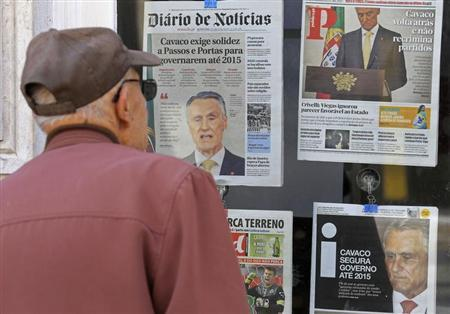 A man looks at the front pages of newspapers, with headlines about the statement of Portugal's President Anibal Cavaco Silva, displayed in a shop in Sintra village, 30 km North of Lisbon July 22, 2013. REUTERS/Jose Manuel Ribeiro