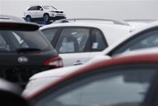 Hyundai Motor a enregistré au deuxième trimestre un résultat proche du niveau record établi il y a un an, la bonne tenue des ventes en Chine ayant compensé une intensification de la concurrence en Corée du Sud et aux Etats-Unis. /Photo prise le 25 juin 2013/REUTERS/Lee Jae-Won