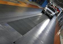 Le tribunal administratif de Versailles a suspendu jeudi la décision de la France de ne pas immatriculer certains modèles de Mercedes en raison d'un litige sur le liquide de climatisation utilisé, a-t-on appris de source judiciaire. /Photo prise le 12 juin 2013/REUTERS/Michaela Rehle