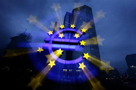 A zoom-burst image shows the illuminated euro sign in front of the headquarters of the European Central Bank (ECB) in Frankfurt April 5, 2011. REUTERS/Kai Pfaffenbach