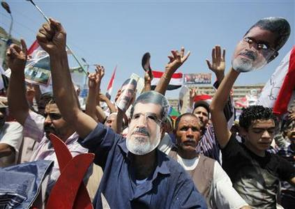 Members of the Muslim Brotherhood and supporters of ousted Egyptian President Mohamed Mursi shout slogans during a rally around Rabaa Adawiya square where they are camping, in Cairo July 26, 2013. REUTERS-Amr Abdallah Dalsh