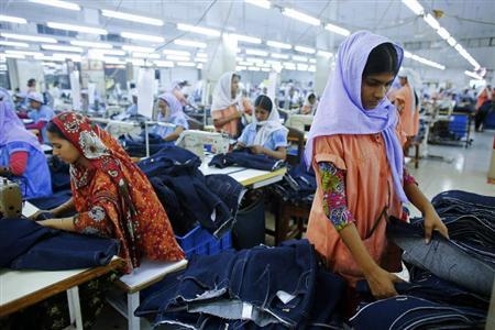 Workers sort clothes at a garment factory near the collapsed Rana Plaza building in Savar, Bangladesh June 16, 2013. REUTERS/Andrew Biraj/Files