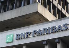 Логотип BNP Paribas Fortis на здании бельгийского центрального офиса компании в Брюсселе 17 ноября 2011 года. Европейские банки готовятся повысить дивиденды, чтобы вернуться в поле зрения жадных инвесторов после нескольких лет, потраченных на приведение в порядок балансов. REUTERS/Thierry Roge
